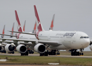 Qantas grounded planes